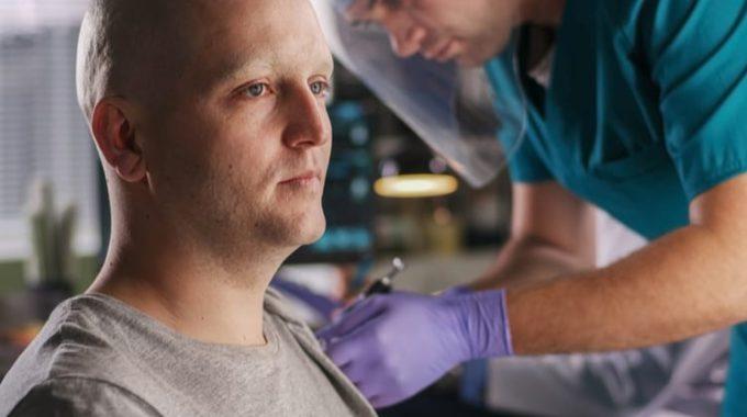 Pacientecom Câncer Sendo Vacinado